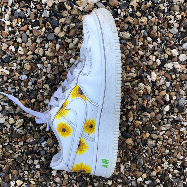 HAND-PAINTED YELLOW SUNFLOWER AF1s